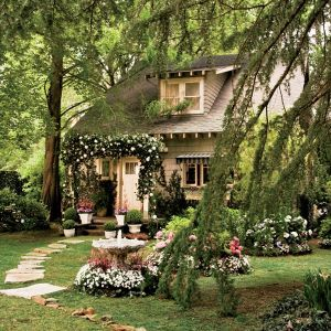 great gatsby movie set design - nick carraway cottage exterior.jpg